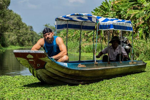 Dawid Andres na łódce w Wietnamie.