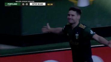 Jaroslaw Niezgoda. (Portland Timbers) strzela w meczu z Interem Miami. Źródło: Twitter