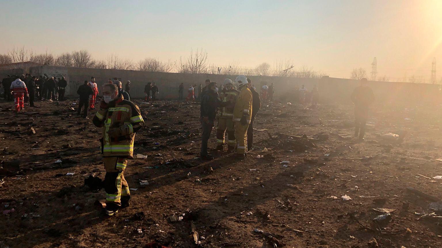 Katastrofa lotnicza ukraińskiego samolotu w Iranie. Teheran nie przekaże czarnych skrzynek Boeingowi | Wiadomości ze świata - Gazeta.pl