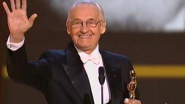 Andrzej Wajda odbiera Oscara