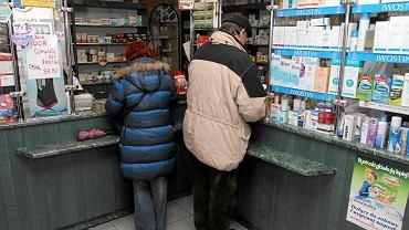 Nie wszyscy seniorzy dostaną bezpłatne leki. - Budżet by tego  nie wytrzymał - przyznaje minister. Zapowiada, że dopłaty dla najbardziej potrzebujących pacjentów zmieszczą się w 2016 r. w 500 mln zł
