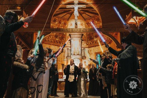 Zdjęcie numer 0 w galerii - Ślub na Podhalu w stylu Star Wars. Niech Moc będzie z Wami, hej! [ZDJĘCIA]