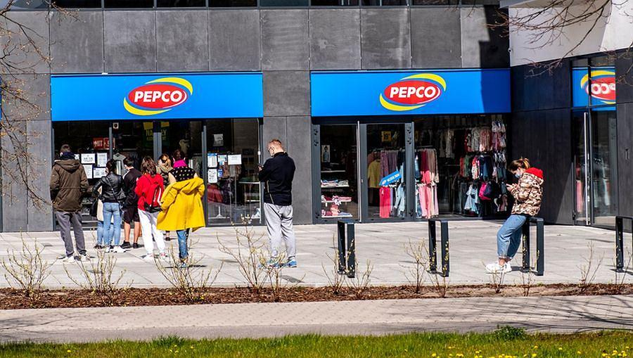 Na punkcie tych spodni oszalały kobiety na całym świecie. Kupicie je w Pepco za 30 zł. Ich krój wyszczupla