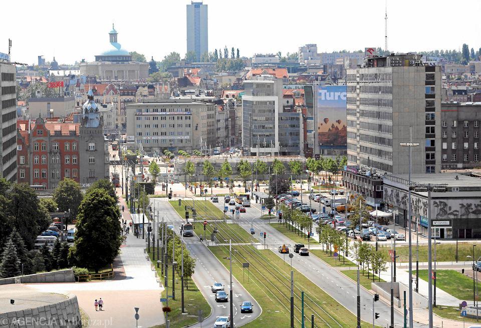 30.06.2016 Katowice, widok z dachu hali widowiskowej Spodek na centrum miasta.
