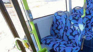 Przycisk do otwierania drzwi w szczecińskim autobusie solaris