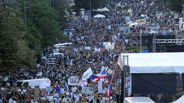 W proteście na Placu Wacława wzięło udział kilkadziesiąt tysięcy osób. Demonstrujący domagali się dymisji premiera Andreja Babisza.