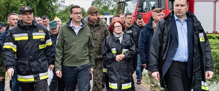 """Dworczyk o Kruk w kurtce straży: """"Obowiązkiem każdej władzy jest być z ludźmi"""""""