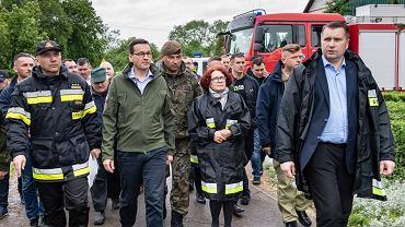 Elżbieta Kruk w strażackiej kurtce