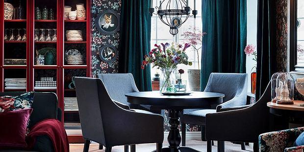 Pokrowce na krzesła sprawdzą się nie tylko w jadalni. Doskonale zaprezentują się także w stylowym wnętrzu salonu.