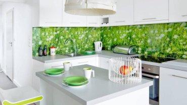 Kuchnia z zielonymi dodatkami