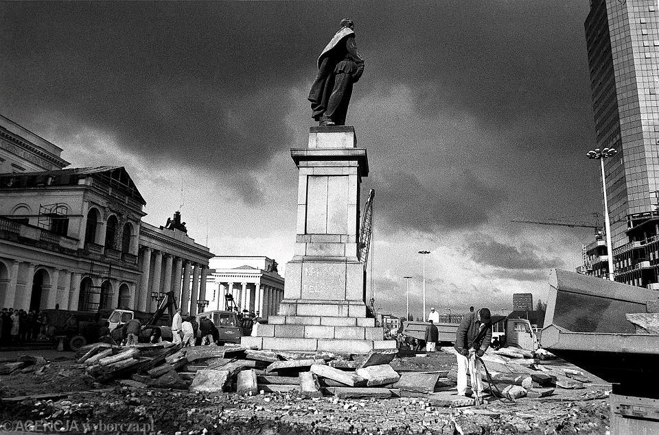 Plac Bankowy, Warszawa, przygotowywanie do rozbiórki pomnika Dzierżyńskiego, 1989 rok