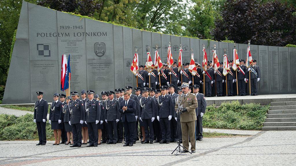 Generał Jemielniak i wiceminister Skurkiewicz podczas obchodów Święta Sił Powietrznych