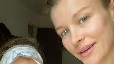Naturalna Joanna Krupa na selfie z córką. Asha pokochała pozowanie do zdjęć.
