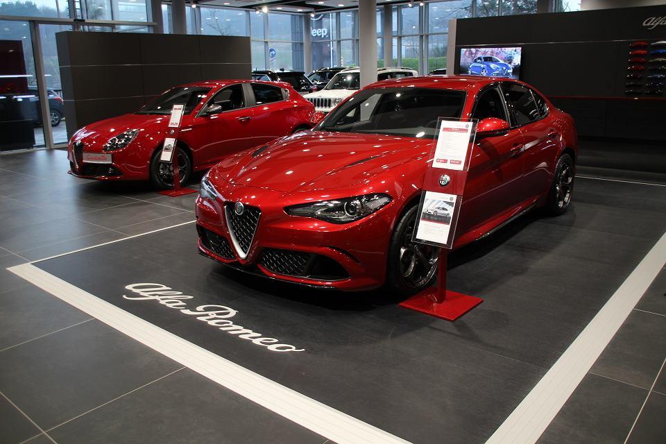 Czerwone Alfy Romeo w nowym salonie Auto Plus w Gdańsku
