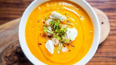 Zupa krem z dyni z mlekiem kokosowym jest naprawdę pyszna - aromatyczna, trochę rozgrzewająca, o lekkiej konsystencji