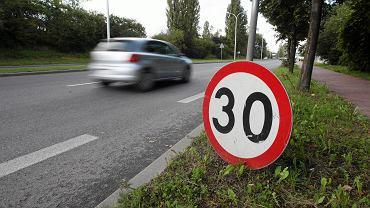 Ograniczenie prędkości do 30 km/h - zdjęcie ilustracyjne