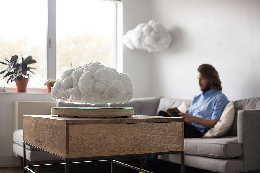 Making Weather - lewitujący głośnik przypominający chmurę burzową
