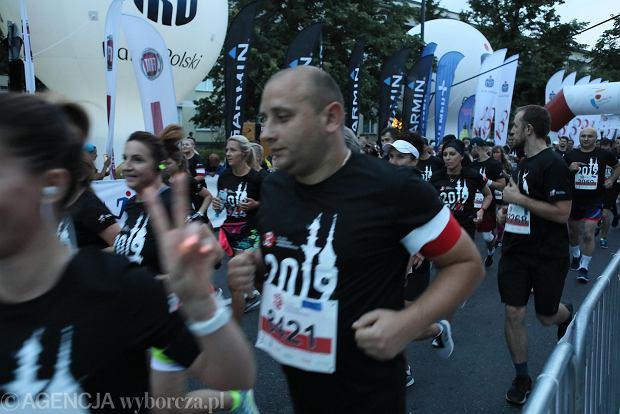 Zdjęcie numer 12 w galerii - Rekord frekwencji na Biegu Powstania Warszawskiego. Prawie 11,5 tysięcy biegaczy przebiegło ulicami Warszawy [ZDJĘCIA]