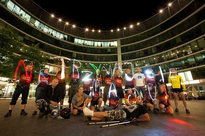 W taki wyjątkowy sposób cykliści z warszawskiego Nocnego Roweru postanowili wesprzeć kontuzjowaną Maję Włoszczowską
