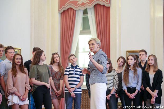 Warszawscy gimnazjaliści na spotkaniu z prezydentową