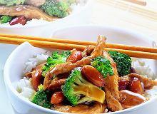 Kurczak z brokułami i migdałami - ugotuj