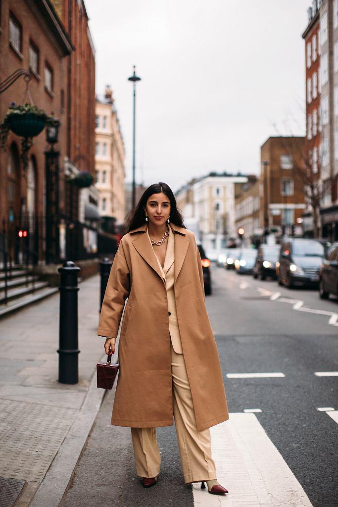 Beżowy płaszcz to klasyka stylu