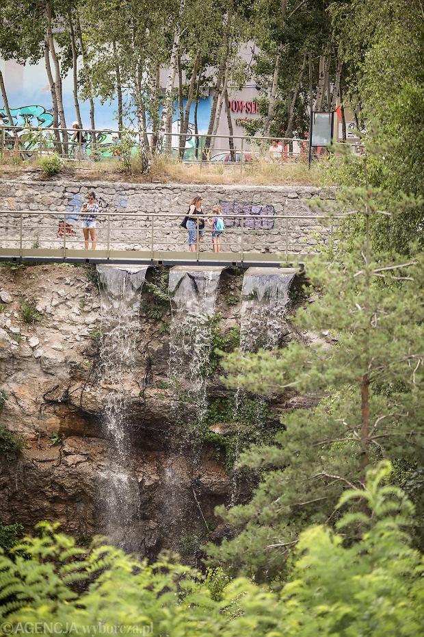 Zdjęcie numer 1 w galerii - Woda znów płynie po skałach Kadzielni, uruchomiono wodospad [ZDJĘCIA]