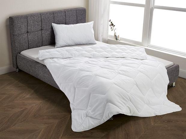 Komplety do spania: kołdry i poduszki z Lidla - są przecenione!