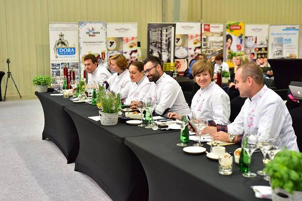 Członkowie jury (od prawej): prof. Jarosław Dumanowski, Monika Kucia, Kuba Korczak, Joanna Jakubiuk, Agata Wojda i Maciej Barton.