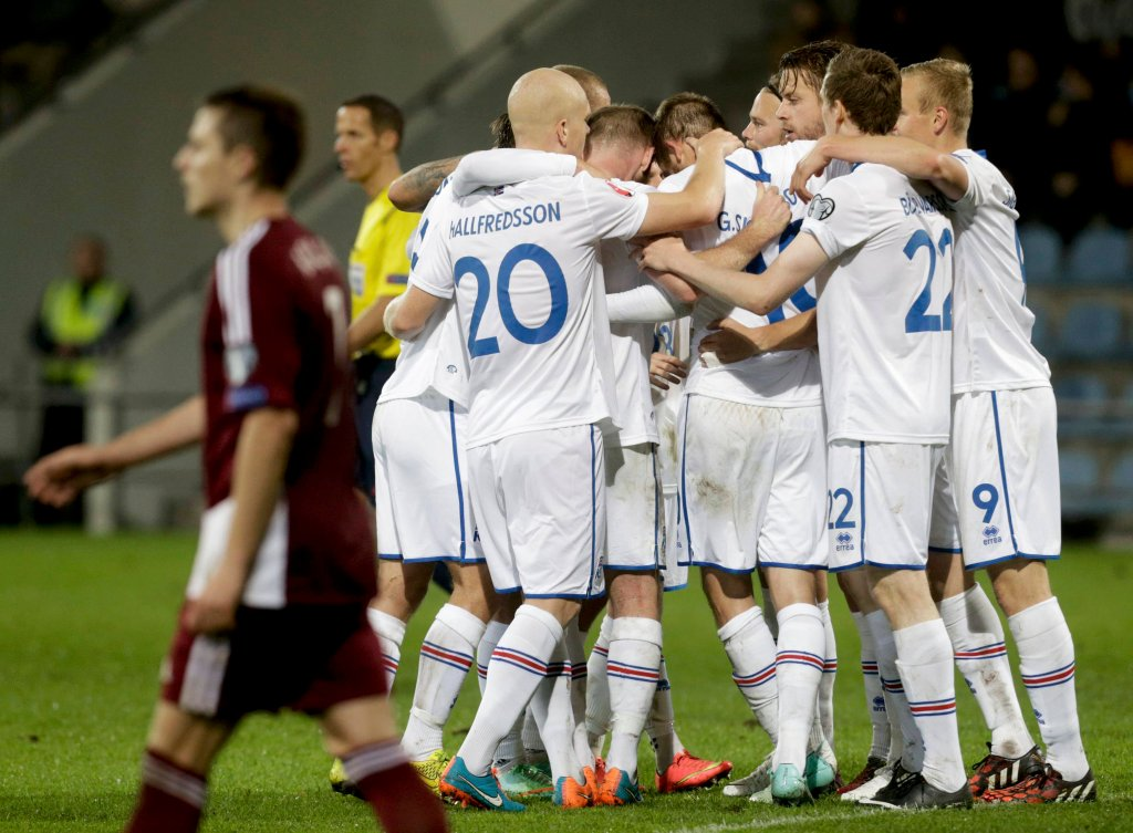 Radość piłkarzy Islandii w meczu z Łotwą