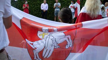 Demonstracja pod białoruskim konsulatem w Białymstoku w związku z wyborami na Białorusi