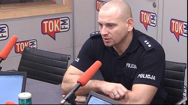 Sylwester Marczak w studiu TOK FM.