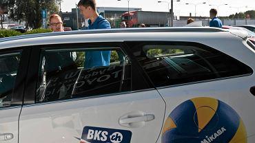 Przekazanie sześciu samochodów marki Toyota bydgoskiemu klubowi Łuczniczka