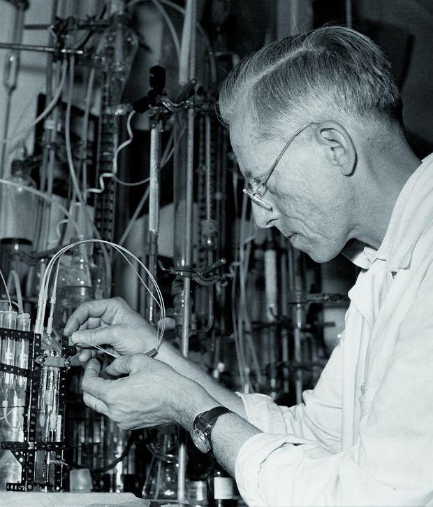 Prof. Otto Wichterle wlaboratorium Czechosłowackiej Akademii Nauk.