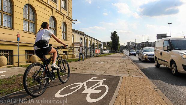 LSciezki rowerowe przy rondzie Grunwaldzkim i ulicy Kruszwickiej w Bydgoszczy