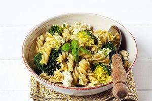 Sałatka z brokułem i fetą - trzy przepisy na pyszną, zdrową i łatwą do przygotowania przekąskę