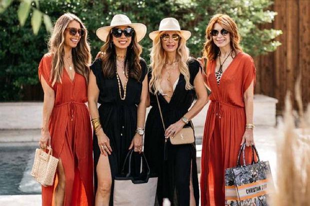 Sukienki z dekoltem dla kobiet po 50 - te modele odejmują lat i pasują na wiele okazji
