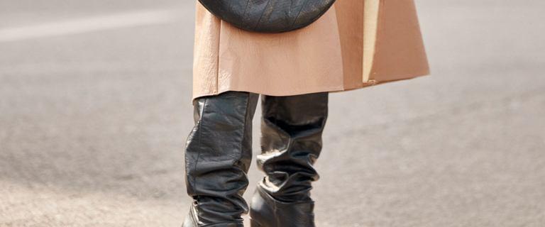 Te buty pojawiły się na wybiegach już w latach 60. XX wieku. Dziś są gorącym hitem sezonu jesień/zima!