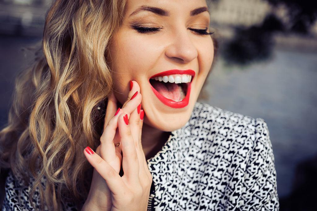 Najmodniejsze kolory paznokci od lat to czerwień, czerń, biel i kolory nude