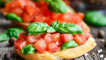 Bruschetta + pomidory + bazylia + piwo pszeniczne = udany wieczór!