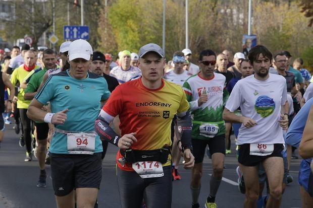 Zdjęcie numer 49 w galerii - Ponad 1200 biegaczy na starcie 37. Toruń Maraton, wygrał Łukasz Oskierko [ZDJĘCIA]