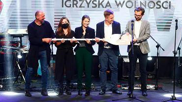'Wiosła Kultury!', nagroda łódzkiej 'Gazety Wyborczej' i 'Monopolis', zostały rozdane. Przyznano je w czterech kategoriach: Wydarzenie, Debiutant, Animator kultury i Mecenas kultury. Łódzka 'Wyborcza' przyznała również 'Wiosło Specjalne', które trafiło do Krzysztofa Witkowskiego, prezesa 'Monopolis'.