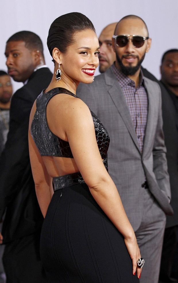 Singer Alicia Keys and her husband, record producer Swizz Beatz, arrive at the 55th annual Grammy Awards in Los Angeles, California February 10, 2013.  REUTERS/Mario Anzuoni (UNITED STATES  - Tags: ENTERTAINMENT)  (GRAMMYS-ARRIVALS)