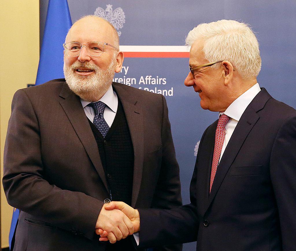 Wiceprzewodniczący KE Frans Timmermans w towarzystwie ministra Jacka Czaputowicza