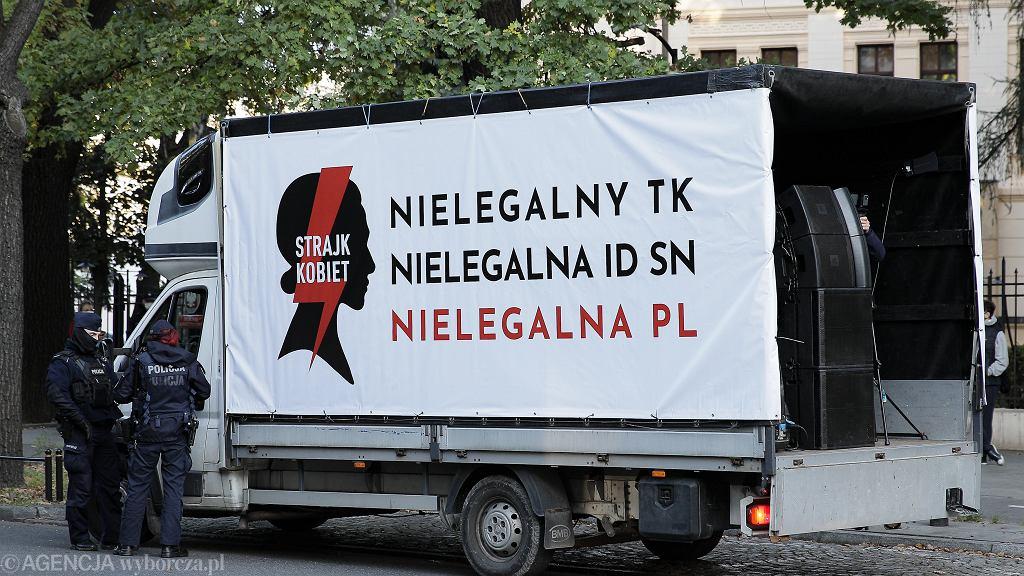 Protest Ogólnopolskiego Strajku Kobiet Ostra Jazda w Warszawie