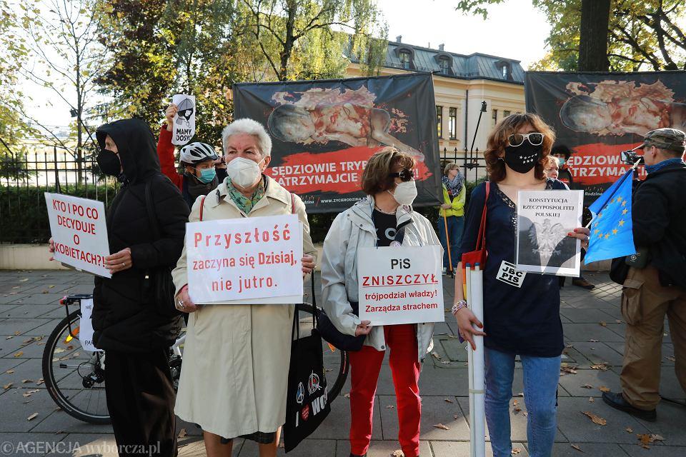 Protest pod Trybunałem Konstytucyjnym w Warszawie