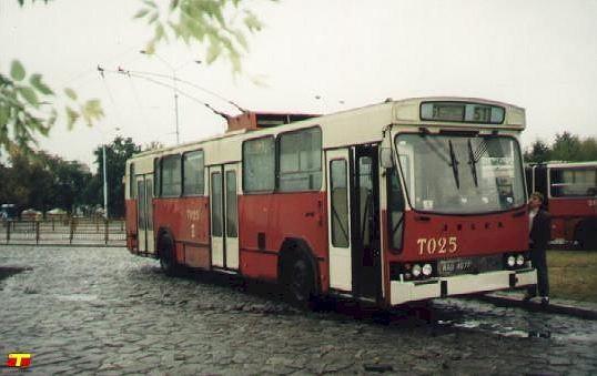 Na zdjęciu: Trolejbus Jelcz PR 100 E nr T025, produkcja polska