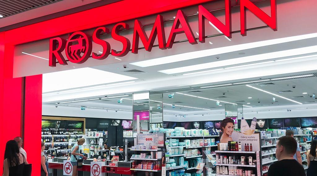 Megapromocja w sklepach Rossmann. Przeceny nawet do -50 proc.! Co kupimy taniej? (zdjęcie ilustracyjne)
