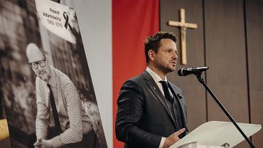 Prezydent Warszawy Rafał Trzaskowski w historycznej Sali BHP po śmierci prezydenta Pawła Adamowicza