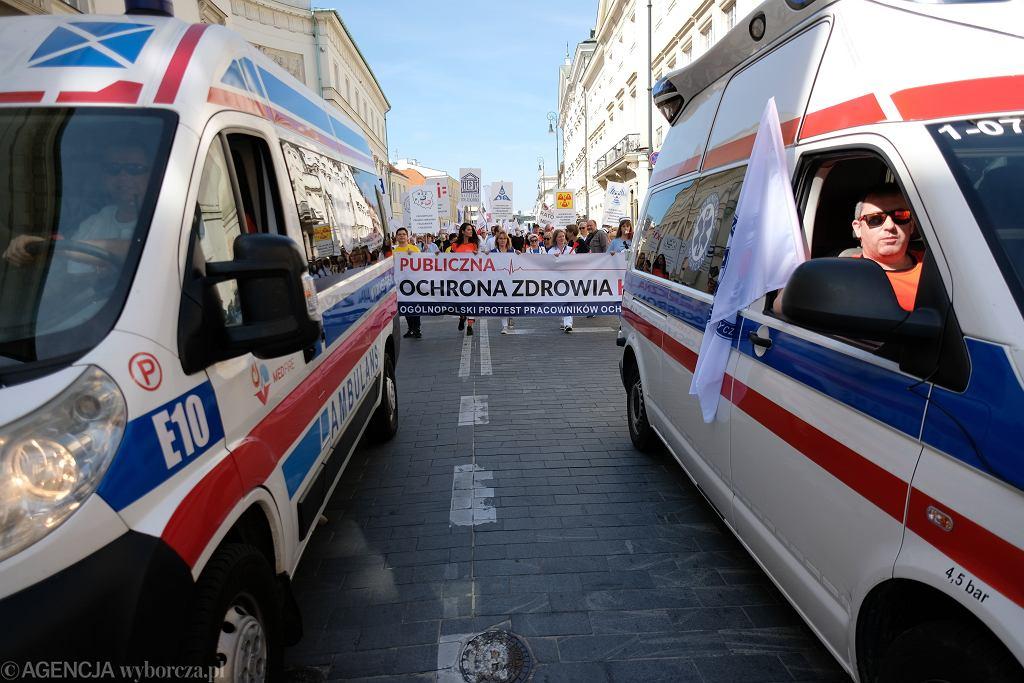 Manifestacja pracowników ochrony zdrowia.